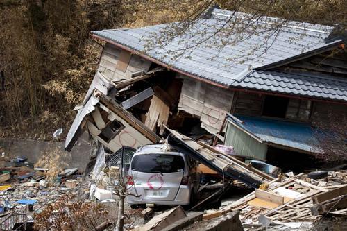 tsunami katastrophe in japan. Black Bedroom Furniture Sets. Home Design Ideas